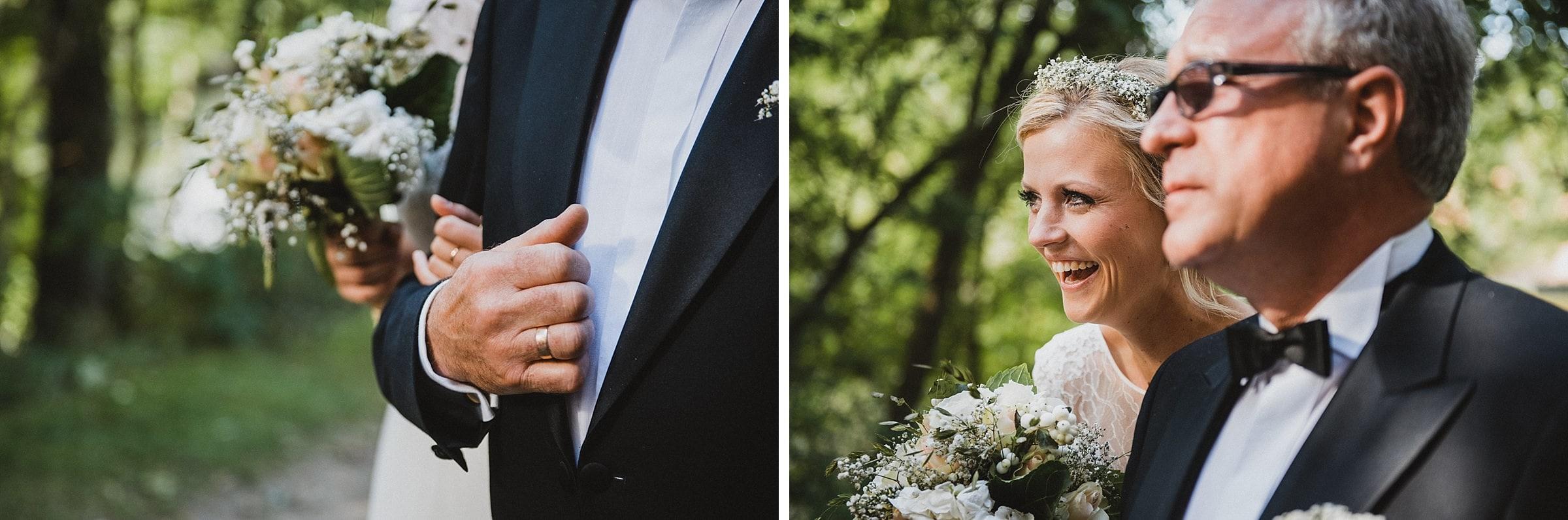 Hochzeitsfotografie Hamburg-Frau-Siemers-Gut Basthorst- Ankunft der Braut an der Kirche