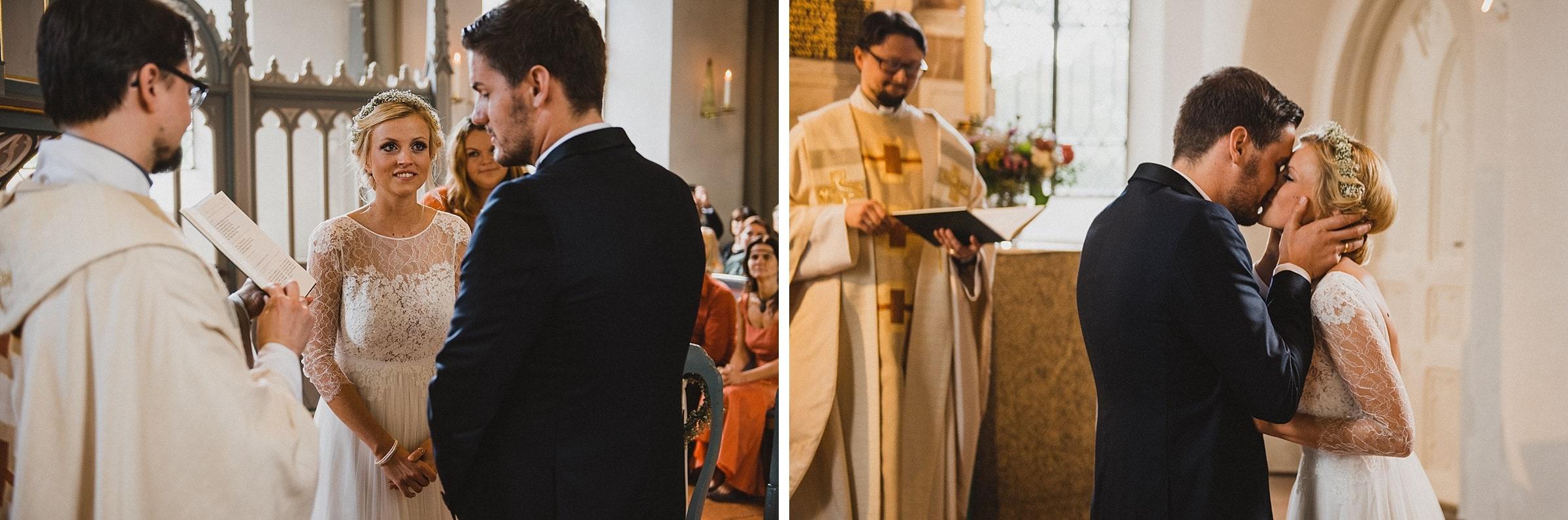 Hochzeitsfotografie Hamburg-Frau-Siemers-Gut Basthorst- Hochzeitskuss
