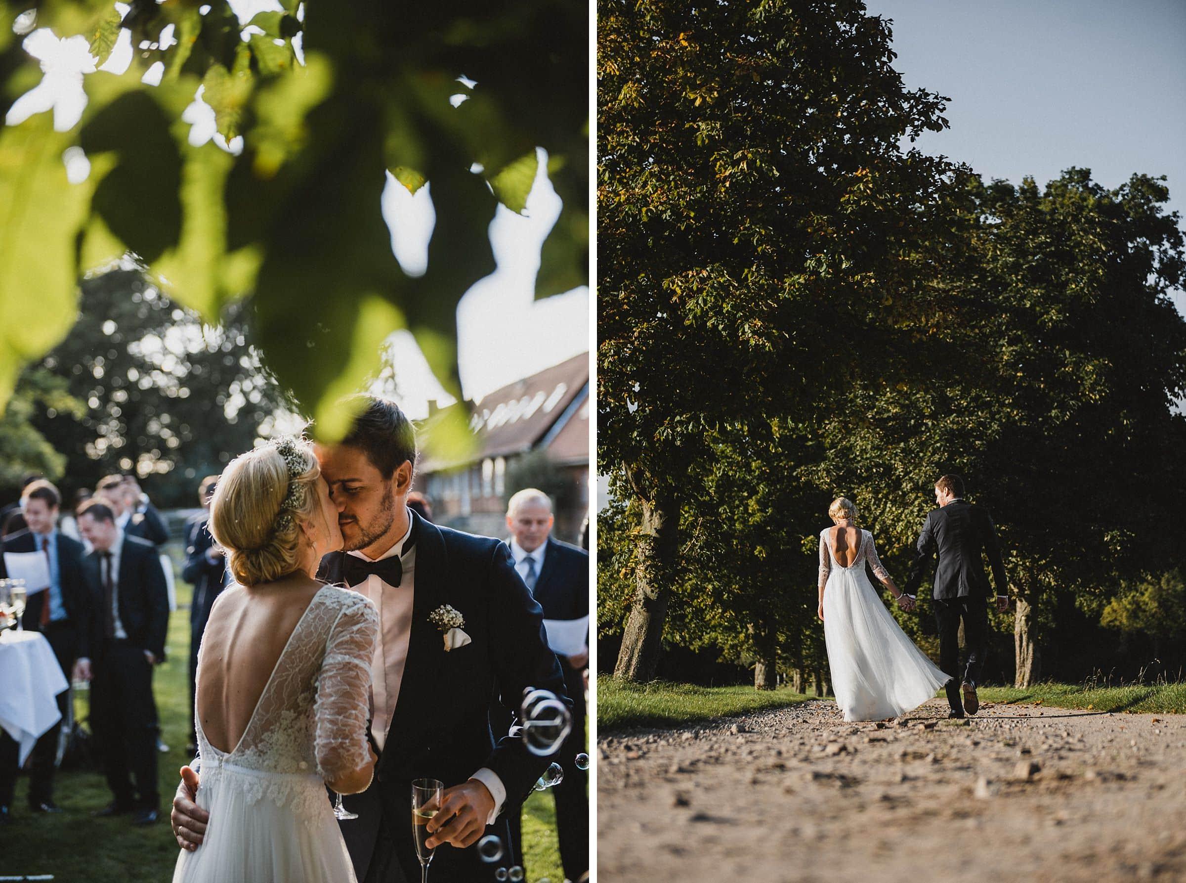 Hochzeitsfotografie Hamburg-Frau-Siemers-Gut Basthorst- Brautpaar geht zusammen ihren Weg entlang