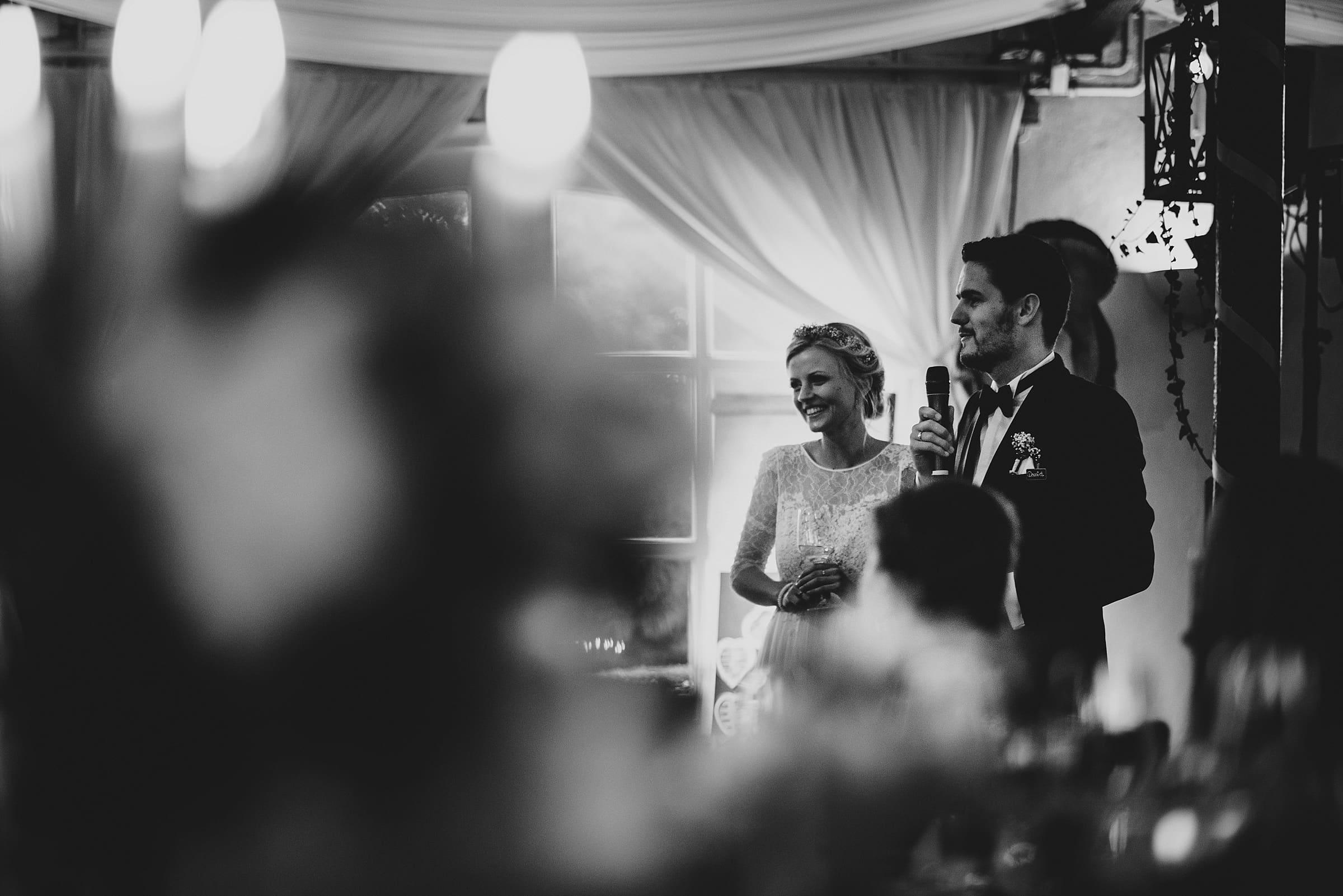 Hochzeitsfotografie Hamburg-Frau-Siemers-Gut Basthorst- Rede des Brautpaares