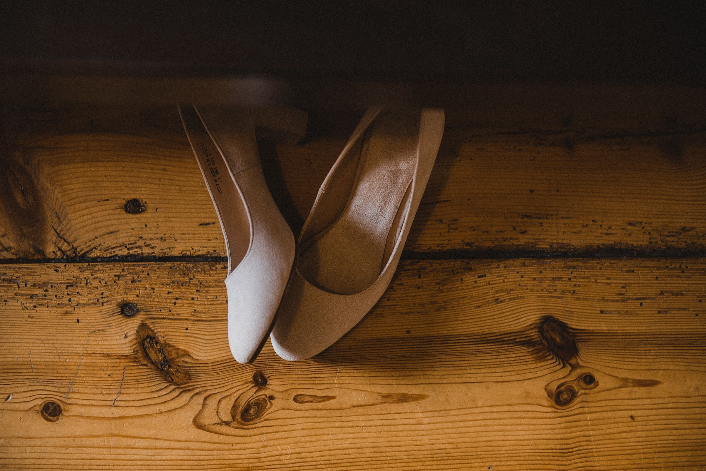 Hochzeitsfotografie-Frau-Siemers-Hof Weihe-Schuhe der Braut