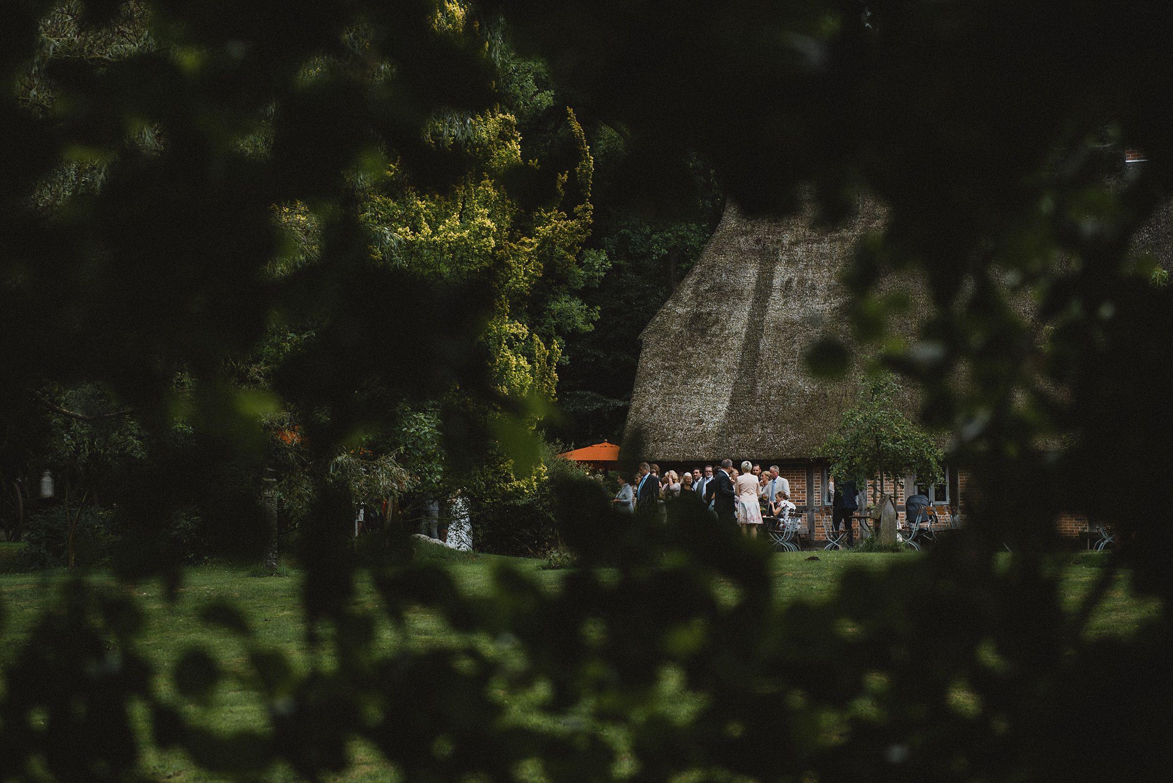 Hochzeitsfotografie-Frau-Siemers-Hof Weihe-Blick auf den Hof Weihe