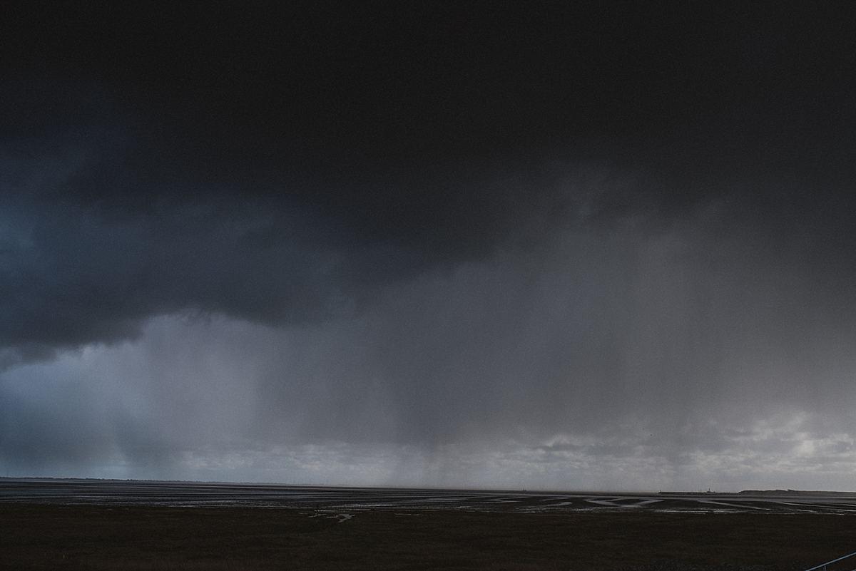 Junggesellinnenabschied_Reise Wangerooge_Epic Shot_Regenschauer über Wattenmeer