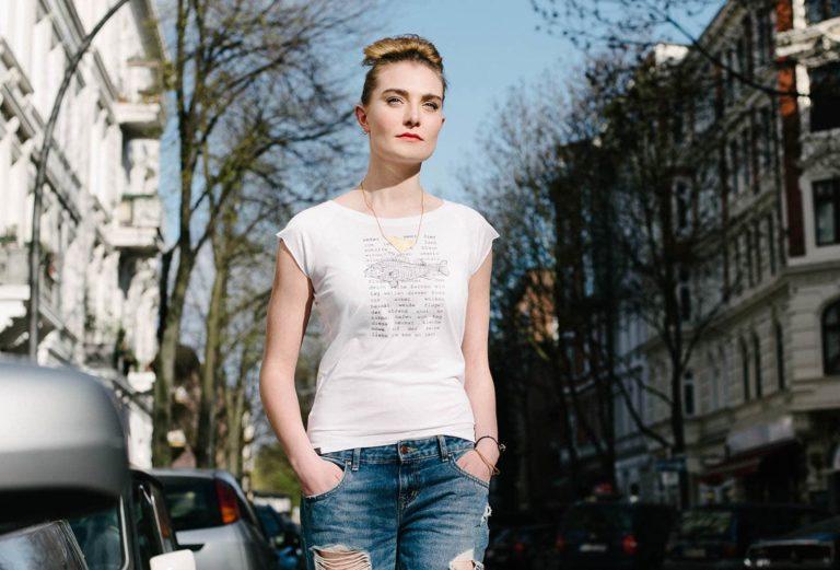 Rosenblatt&Fabeltiere Hamburg- Modeshooting- Model mit Printshirt
