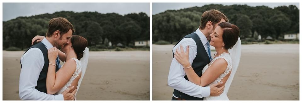 Hochzeitsfotograf Hamburg/ Hochzeitsfotografie am Elbstrand/ you and me/1