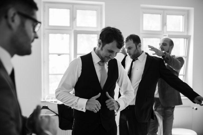 Getting Ready- Bräutigam- Mit seinen Jungs