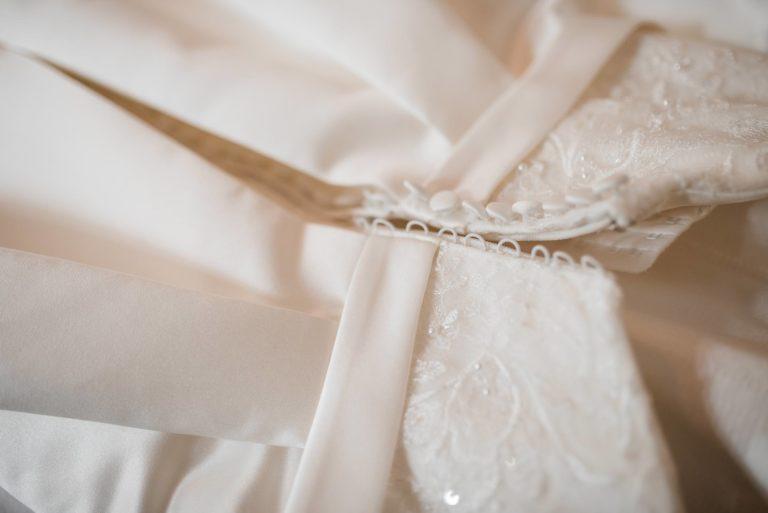 Herrenhaus Höltigbaum Hamburg- Hochzeitsdokumentation- Getting Ready- Details Hochzeitskleid.