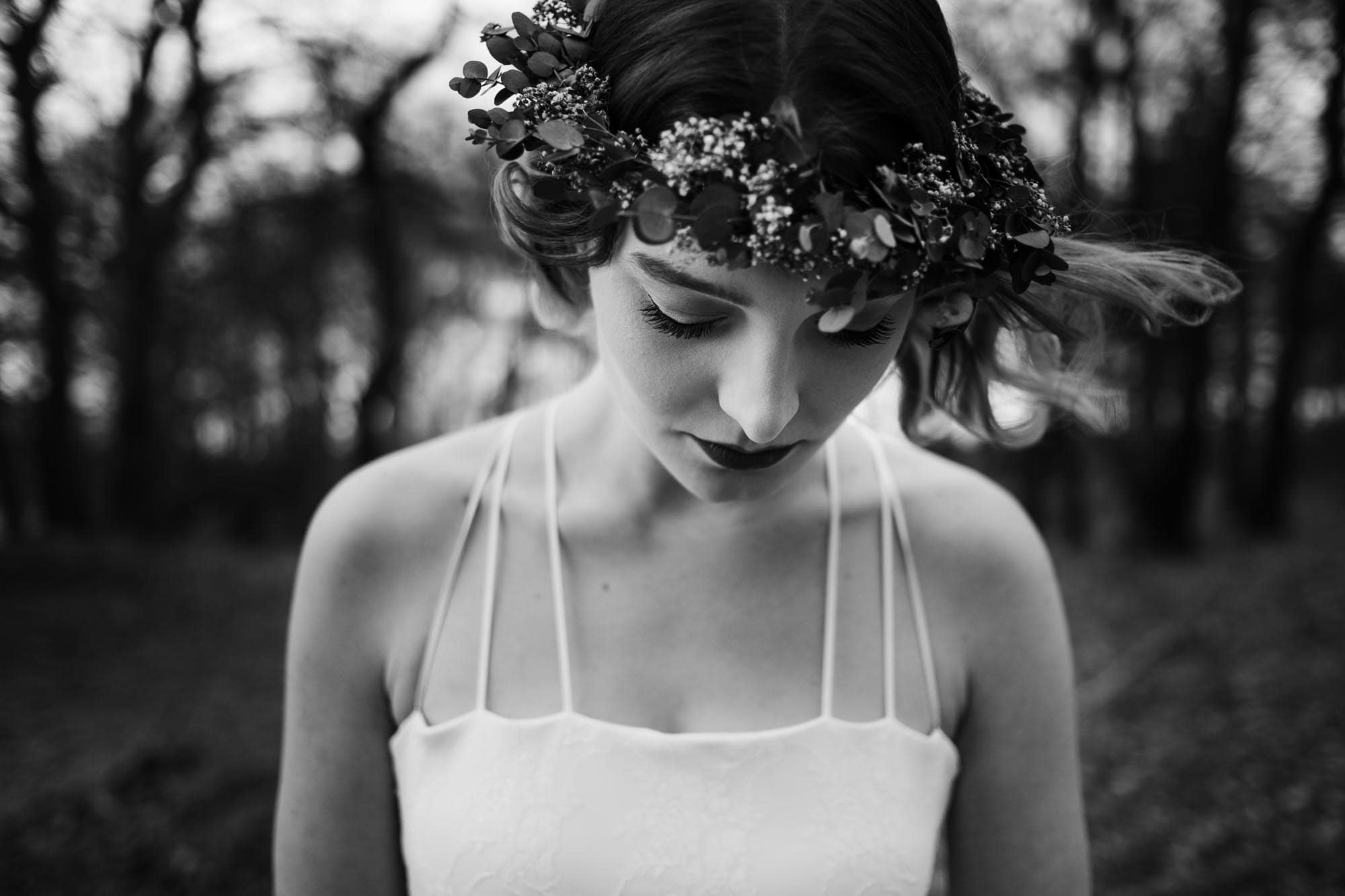 Brautmode Hamburg- Kollektion Spring- Hochzeitskleid im Bohr-Stil mit Spaghettiträgern