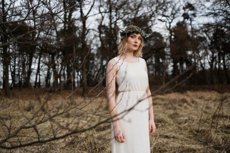 Brautmode Hamburg- Kollektion Spring- Minimalistisches Brautkleid im Look der 20er.