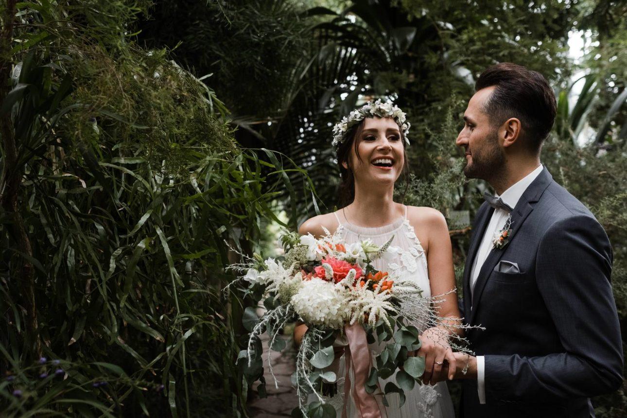 Planten & Blomen- Botanischer Garten- Hochzeitsbilder- Lachende Braut