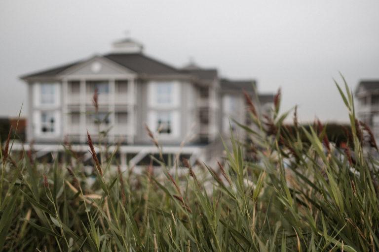 Hochzeitsfotografie Sankt-Peter-Ording- Getting Ready Beach Motel- Blick auf das Beach Motel