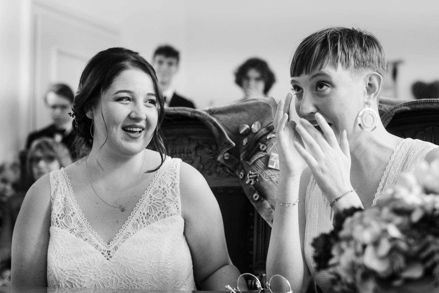 Brautpaar in Nahaufnahme, Braut weint,