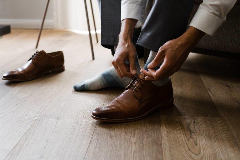 Hochzeitsfotografie Kieler Kaufmann- Getting Ready Bräutigam- Detailaufnahme Schuhe.