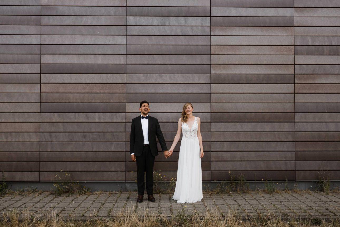 Hochzeitsfotograf Hamburg- Oberhafenkantine Hamburg- Lachender Bräutigam